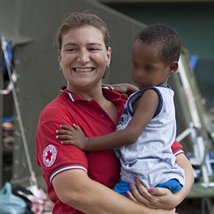 Michele e una volontaria CRI