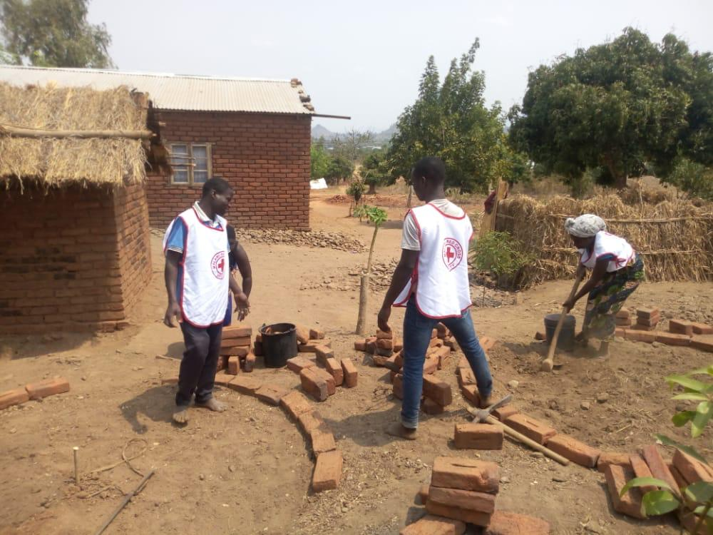 _A youth club making Bio Mass Charcoal, keyhole gardens and a training in nursery raising and tree planting (5)
