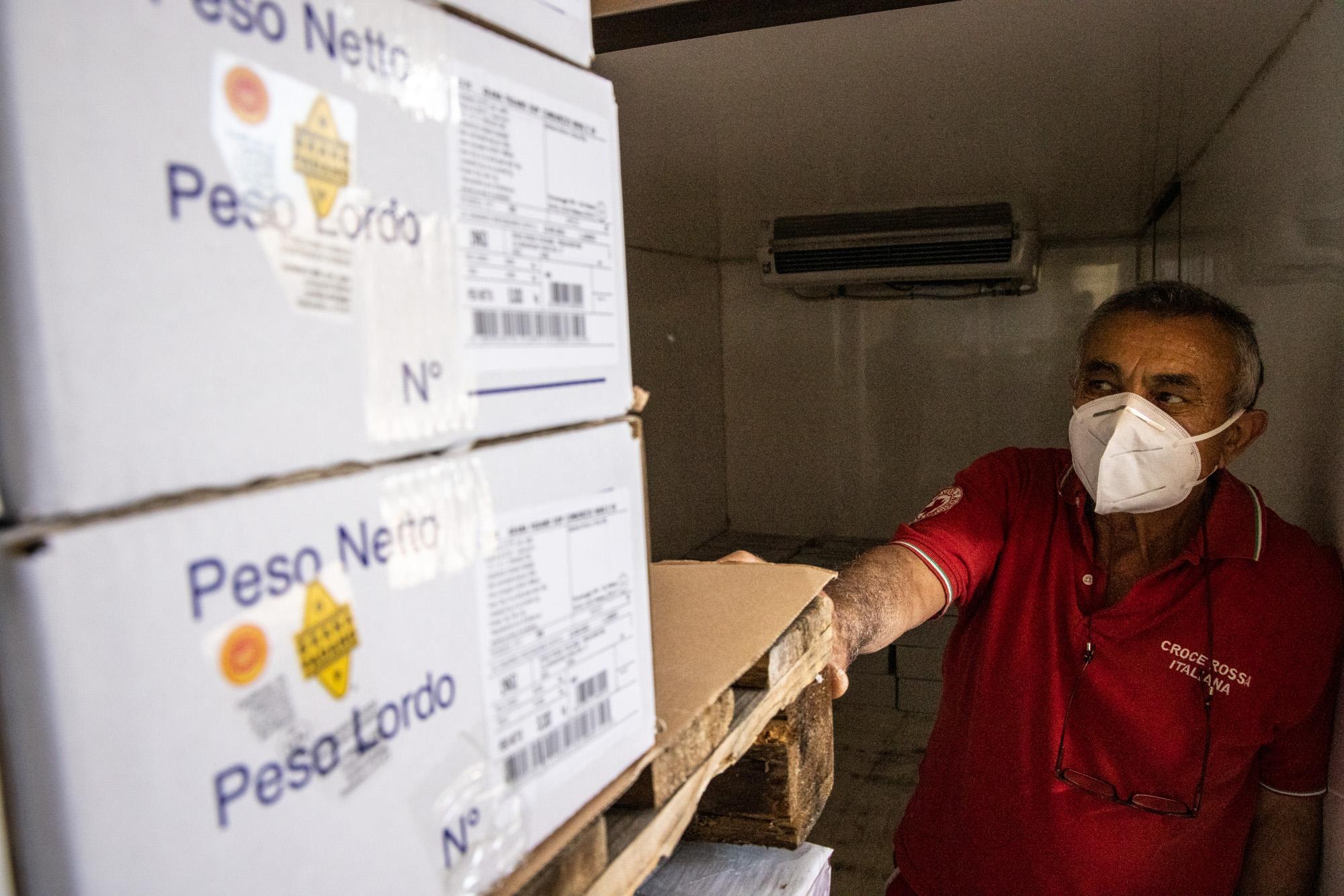 Croce-Rossa-Donazione-Grana-Padano-7