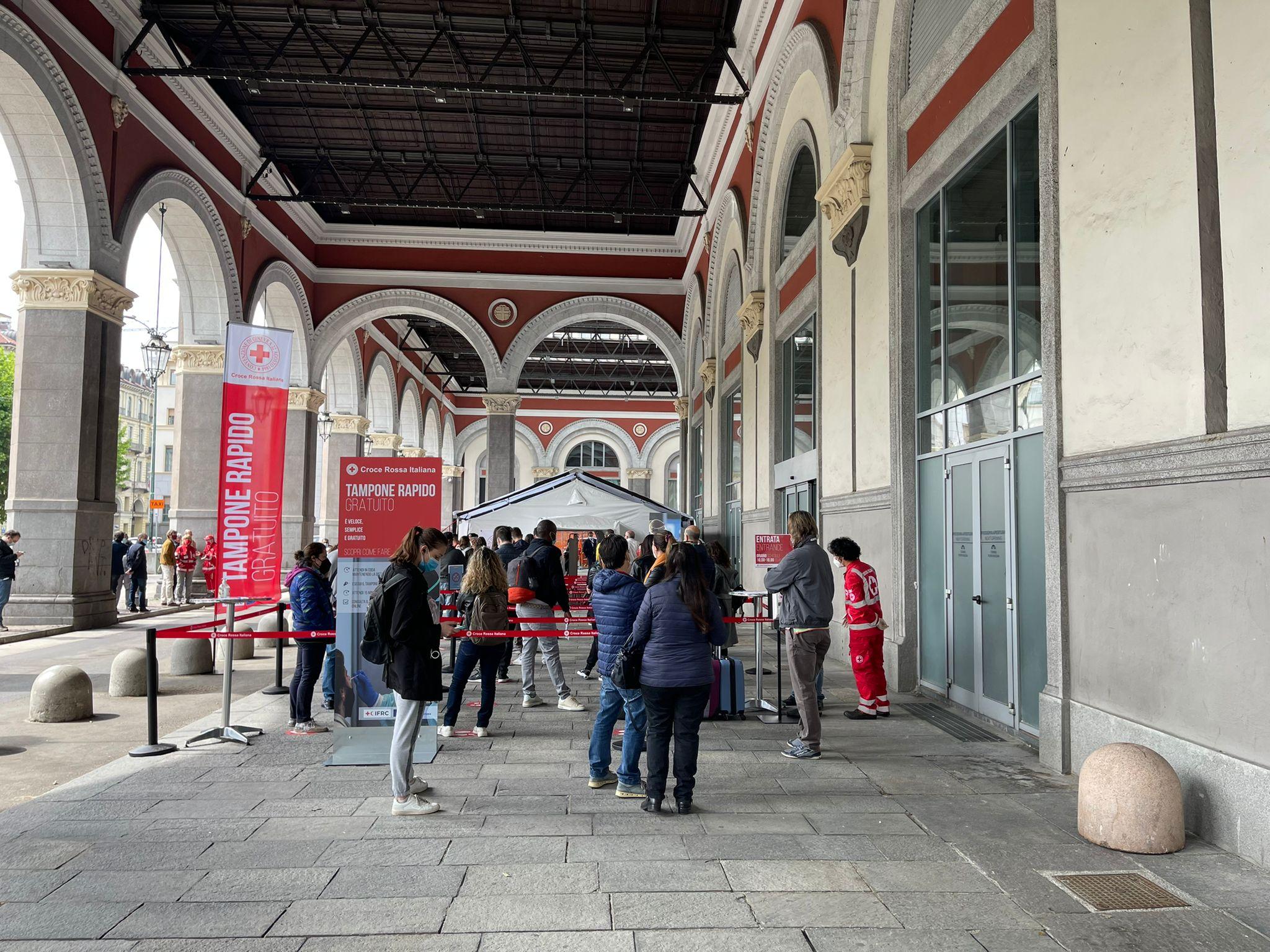 3-Il-centro-tamponi-della-Croce-Rossa-presso-la-stazione-di-Torino-Porta-Nuova-