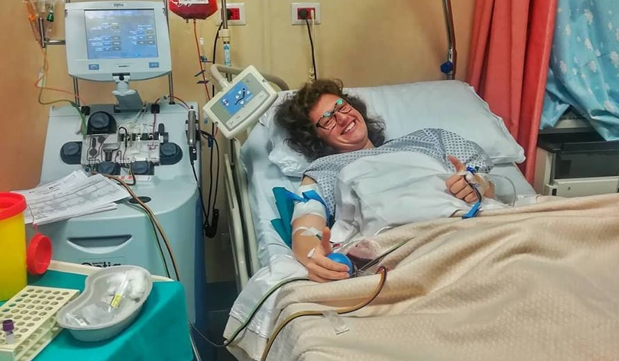 """""""Non esiste gioia più grande che ridare la vita"""". La storia di Giulia, giovane volontaria CRI, che ha donato il midollo osseo a suo padre"""