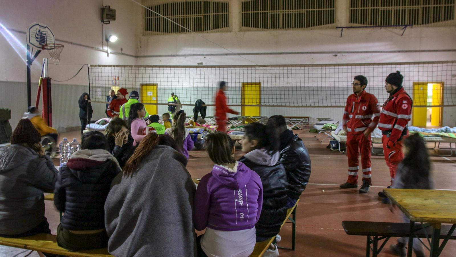 Terremoto Catania: l'Etna fa tremare di paura. Centinaia di persone assistite dalla CRI