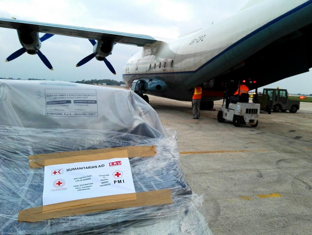 Le operazioni di carico degli aerei