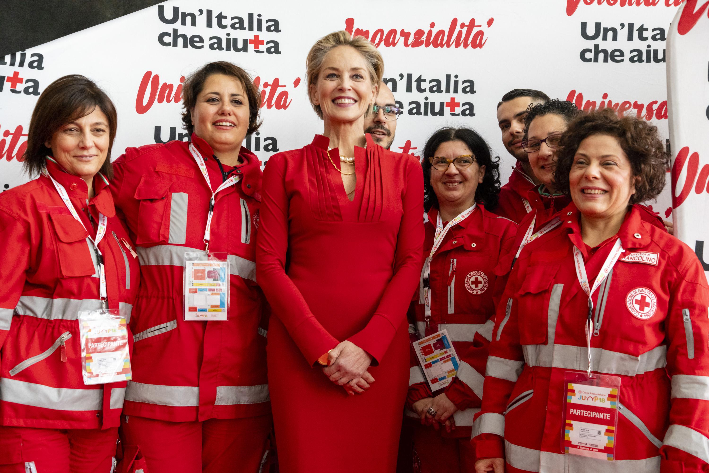 """Sharon Stone, Medaglia d'Oro della Croce Rossa Italiana, chiude """"Jump 2018"""""""