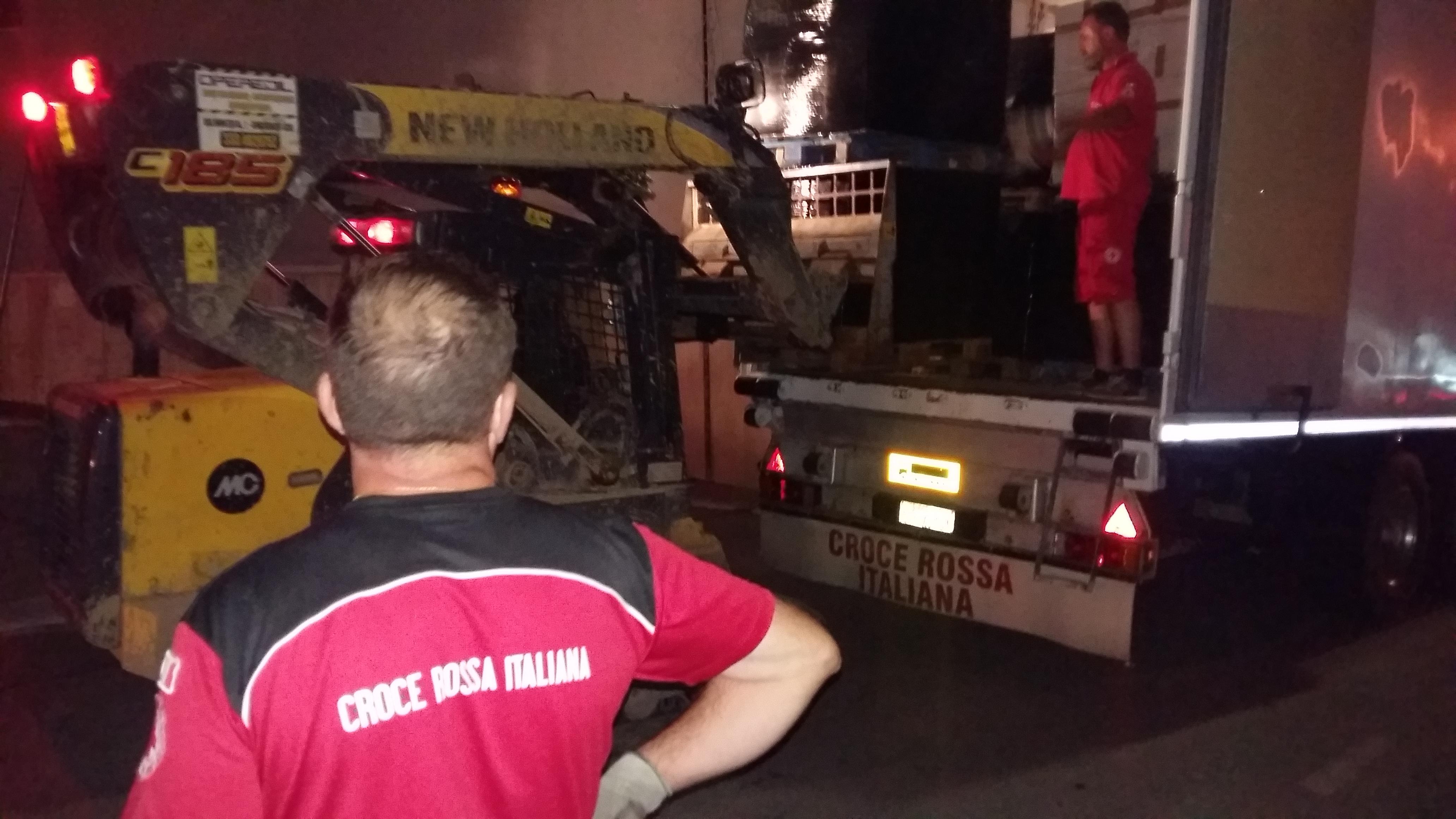 Sisma Molise, la CRI invia centinaia di letti e coperte per assistere le persone sfollate