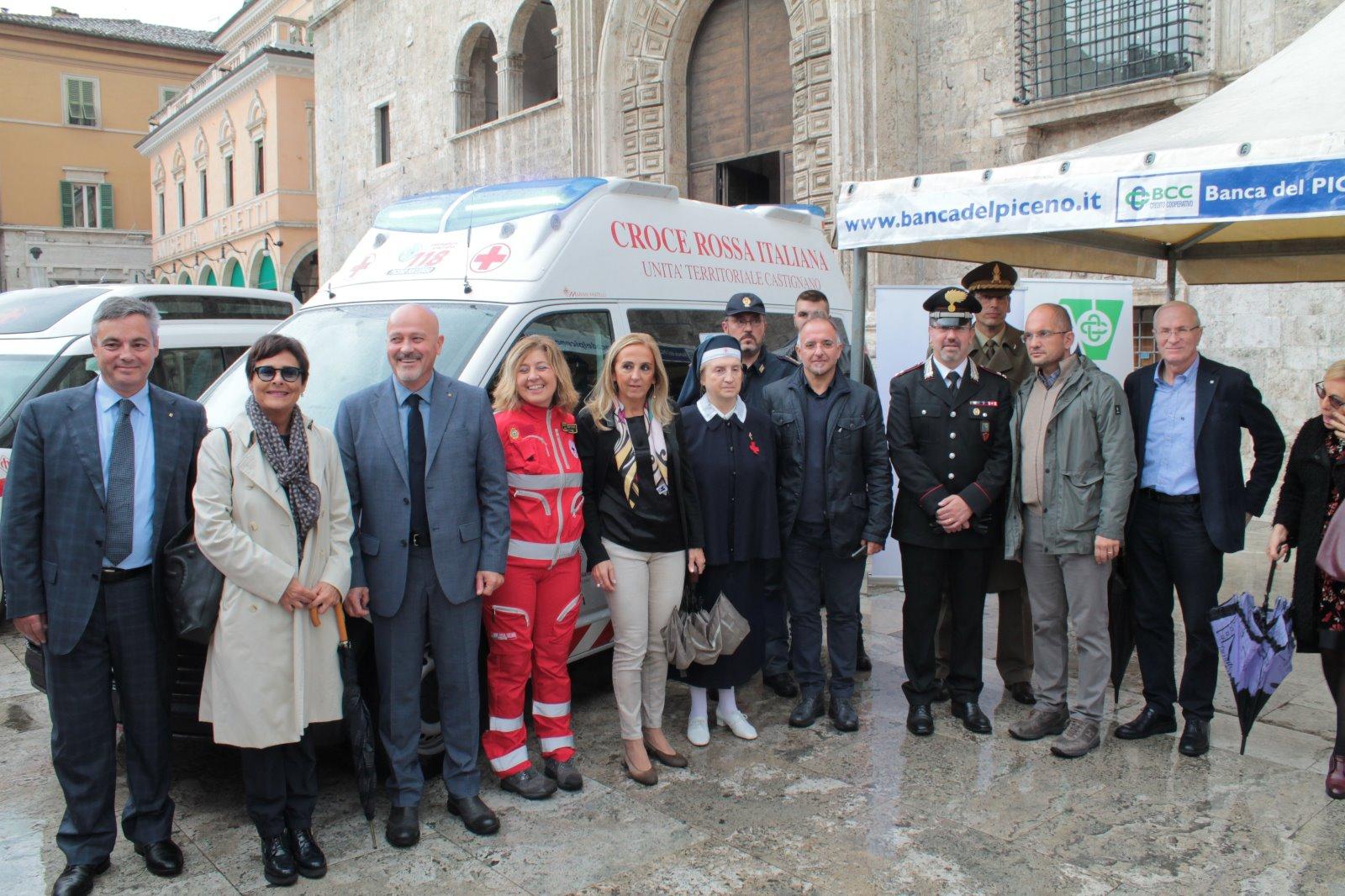 Una ambulanza e un doblo per disabili per la CRI di Ascoli Piceno