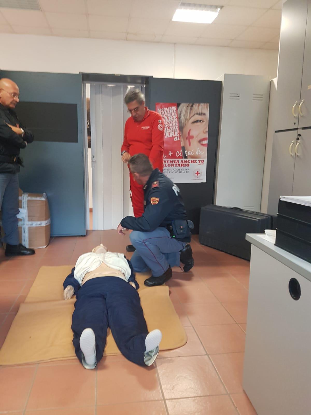 Defibrillatore sulle volanti, la CRI di Ascoli Piceno forma il personale della Questura