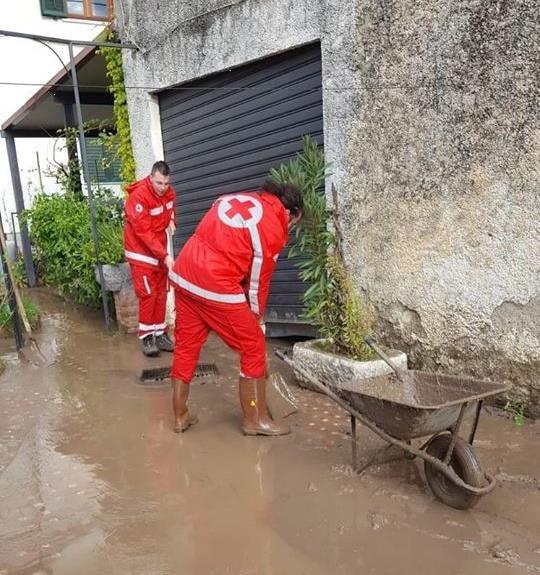 Maltempo: mentre continua a piovere, volontari e operatori CRI intensificano le attività di supporto