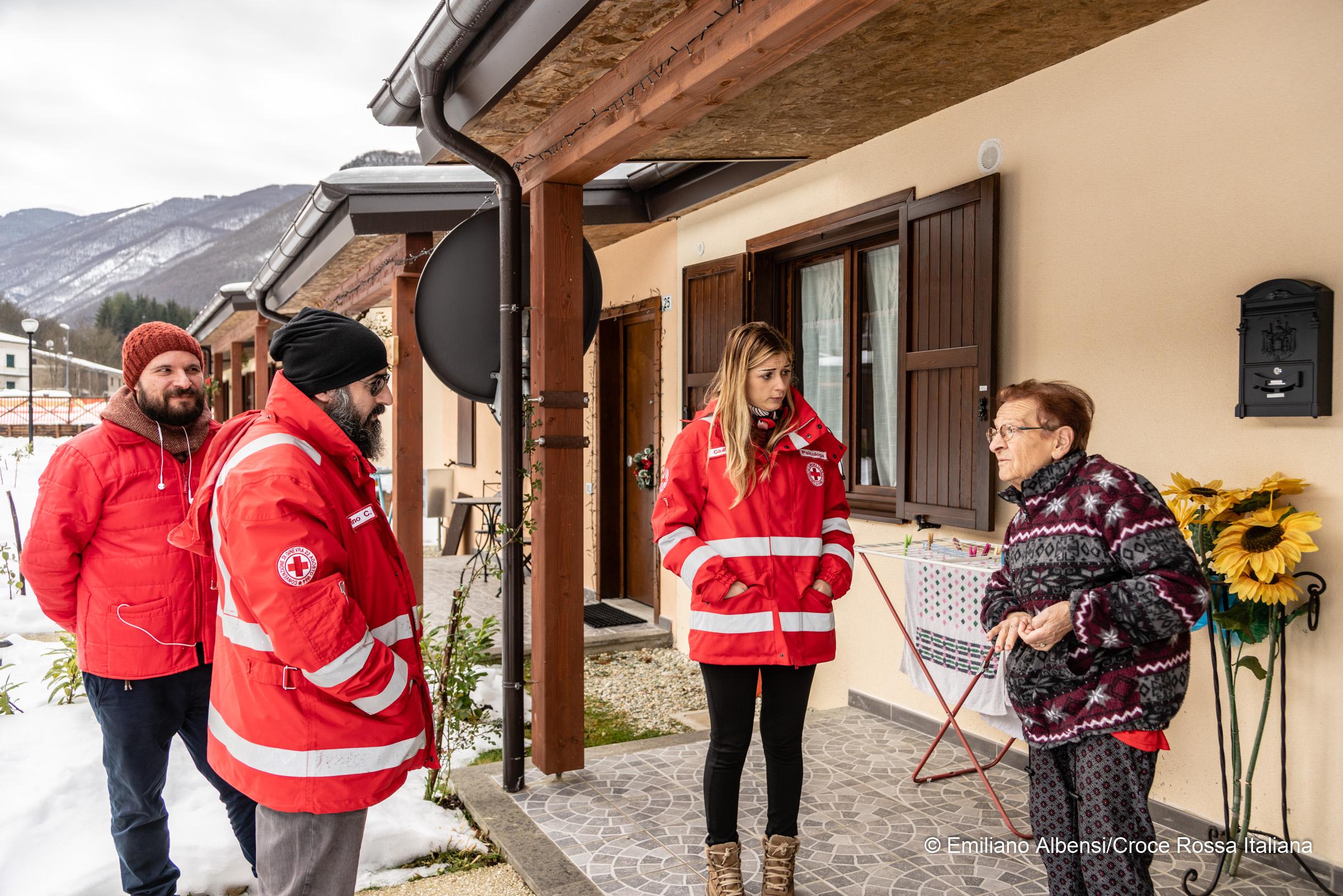 """Il dialogo, l'ascolto, l'aiuto: il video di """"Ritornare per Ricominciare"""", il progetto della CRI per chi convive con le ferite del terremoto"""