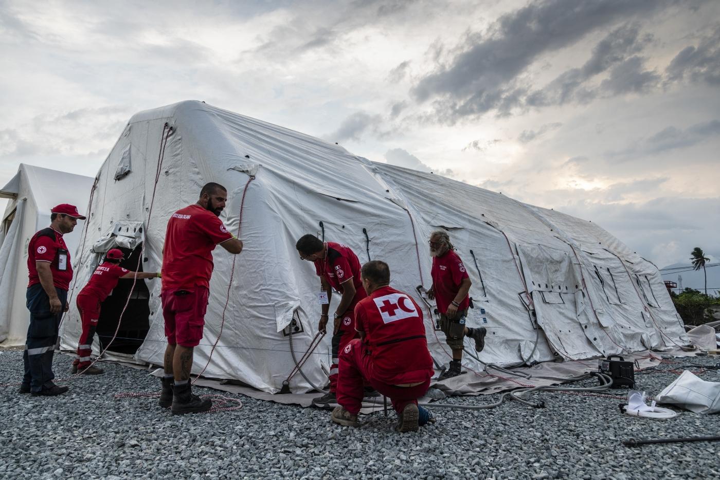 Indonesia, a un mese dal terremoto prosegue il lavoro della Croce Rossa per le oltre 200mila persone senza casa