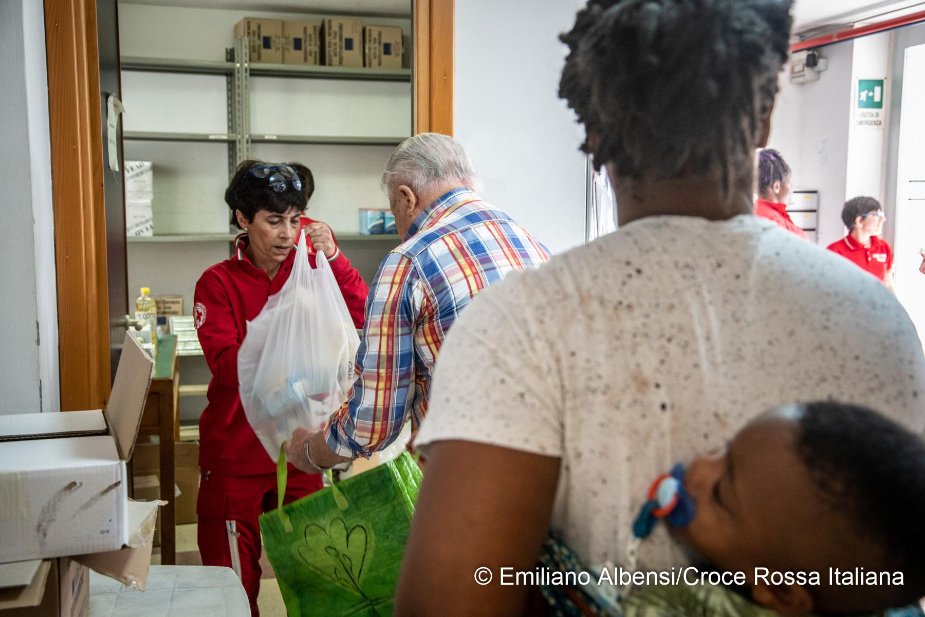Giornata contro la povertà: migliaia le richieste di aiuto a cui diamo risposta