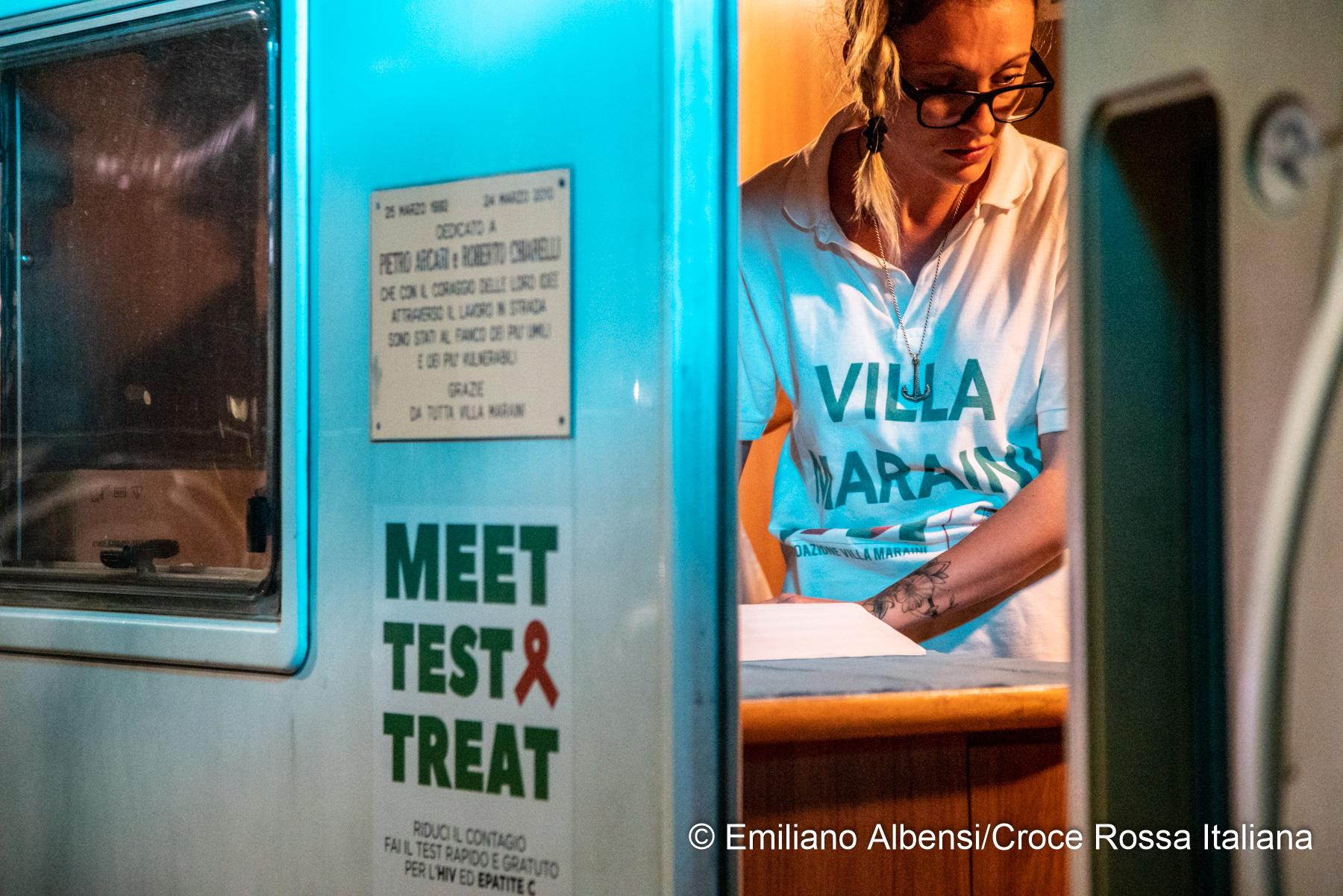 """Per la prima volta, in più di 40 città, la CRI in strada con test gratuiti HIV e HCV. """"Andiamo incontro alle fasce sociali emarginate"""""""